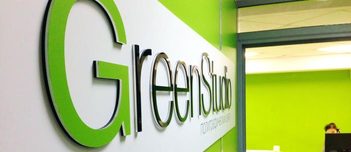 Наше лого Green Studio в офисе